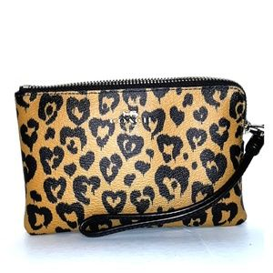 Like New Coach Wild Heart Prnt Corner Zip Wristlet